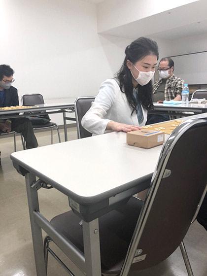 指導対局をする藤井女流初段